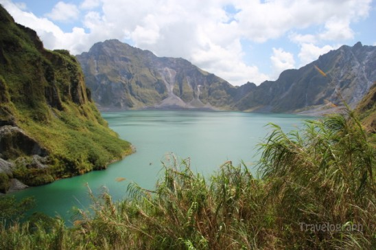 pinatubo_crater_lake